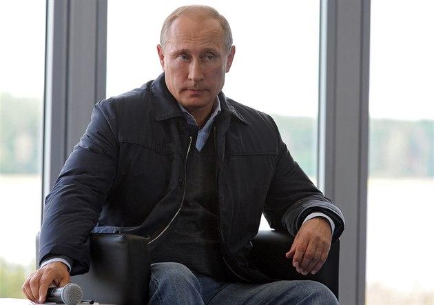 Ruský prezident Vladimir Putin p�i setkání s mláde�níky u jezera Seliger (29....