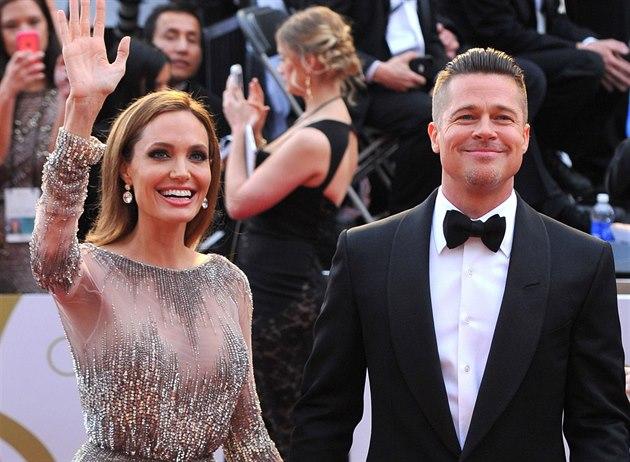 Angelina Jolie a Brad Pitt na p�edávání Oscar�