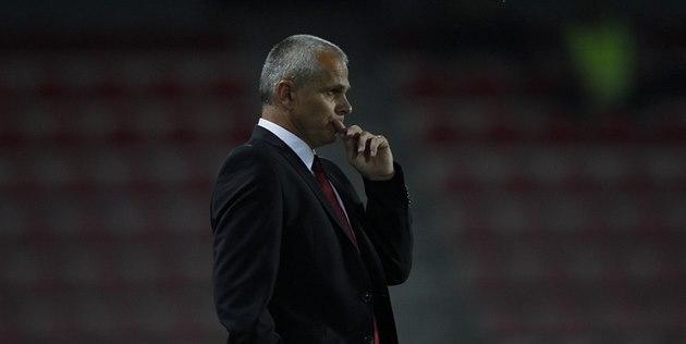 Zamy�lený spar�anský trenér Vít�zslav Lavi�ka sleduje odvetný duel se Zwolle.