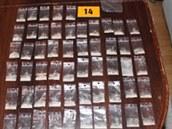 P�ipravené dávky heroinu, které policisté objevili v Ostrav� u zadr�eného páru.