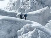 V�t�inu cest na oba vrcholy pokrývá sníh a led.