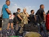 Lidé, které z jejich domovů na východě Ukrajiny vyhnaly boje, čekají na...