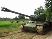 Kompletn� zrekonstruovaný sov�tský t�ký tank IS-122.