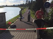 V řece Bečvě se topili dva lidé, jeden z mužů nepřežil (22. srpna 2014).