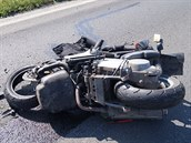 Řidička skútru zemřela po srážce s kamionem u Smiřic na Hradecku.