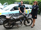 U sedmi�lenného gangu zlod�j� na�li policisté motorku, obrazy i lustr z paro�í