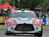 V AKCI. Miroslav Jake� poprvé p�edstavil v�z Citroën DS3 R5 na trati Rally...