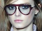 Nepřehlédnutelné řasy na přehlídce Gucci v rámci milánského týdne módy udávají...