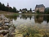 U� nyní se dominantním prvkem podhradí Vild�tejnu ve Skalné stává okrasná vodní...