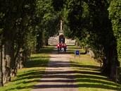 Alej Rohanka v zámeckém parku na Sychrov�.