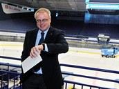 Generální sekretá� mezinárodní hokejové federace Horst Lichtner v ostravské �EZ...