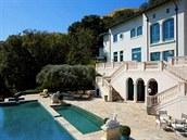 U rezidence za 30 milion� dolar� je dvacetimetrový bazén.