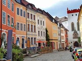 Malebn� Z�meck� ulice (Schlosstrasse) v�s p�ivede k Maty�ov� br�n� a hradu...