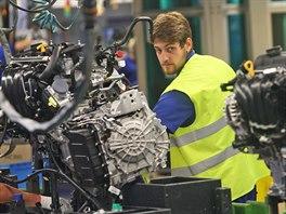 V Nošovicích Hyundai Mobis vyrábí na čtyřech linkách montážní celky předních a zadních náprav, palubních desek a čelních masek. (20. srpna 2014)