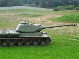 Zrekonstruovaný IS-122 poprvé v lešanské aréně.