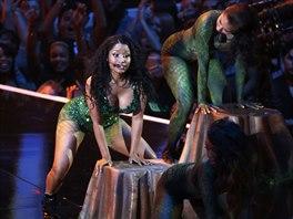 Nicki Minaj předvedla twerking během písně Anaconda.