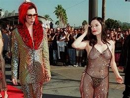 Rose McGowanová na cenách MTV 1998