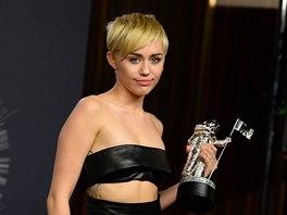 Ceny MTV 2014: Miley Cyrusová se svojí cenou