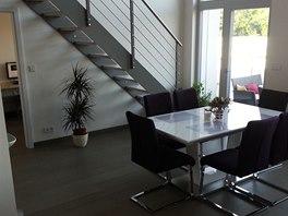 Dvoupodla�n� loft nal�kal majitele na sv�tl� a modern� prostor.