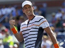 Tomáš Berdych se raduje z výhry nad Lleytonem Hewittem z Austrálie.