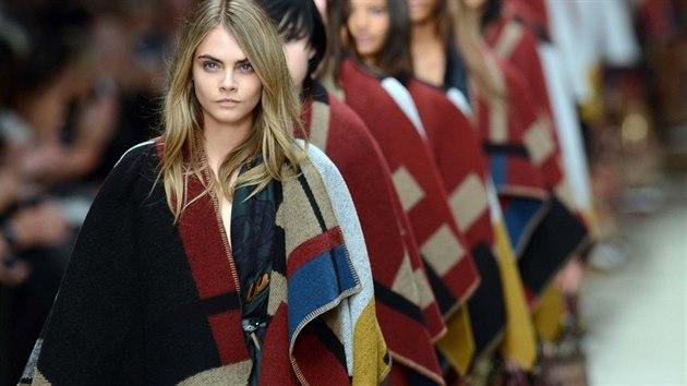 Pon�o se stalo hlavním módním trendem sezony podzim - zima 2014/2015. Ty...
