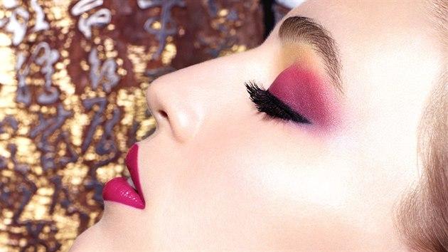 Podzimní trendy v lí�ení p�ejí odvá�ným. R�ové a �luté o�ní stíny, dokonalá...