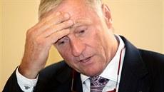 Expremiér Mirek Topolánek p�ed soudním jednáním s lobbistou Markem Dalíkem,...