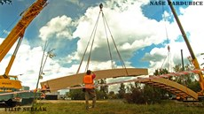 �asosb�r stavby lávky v parku Na �pici