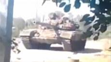 Ukrajinská bezpe�nostní rada prohla�uje, �e na záb�rech je ruský tank na...