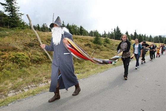 Vrchol Pradědu nadšenci obmotali šálou. Získali tak nový český rekord.