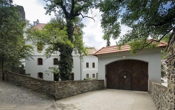 Vstupní brána po rekonstrukci vypadá stejně jako původní v druhé polovině 19.