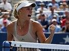 Dánská tenistka Caroline Wozniacká se raduje během osmifinále US Open proti...
