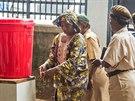 Umývaní rukou v Sierra Leoně, země bojuje proti smrtícímu viru eboly (29. srpna...