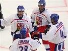 Jaromír Jágr (vlevo) se raduje ze vstřeleného gólu při exhibici na počest Ivana...
