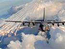 """Efektní odpálení klamných cílů z AC-130U během cvičného letu. Tyto """"světlice"""" se používají k ošálení protiletadlových raket s infračerveným naváděním."""