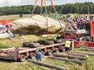 Váha menhiru se odhaduje na 40 a� 70 tun.