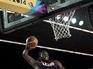 Americk� basketbalista Kenneth Faried m��� pro sme� do tureck�ho ko�e.