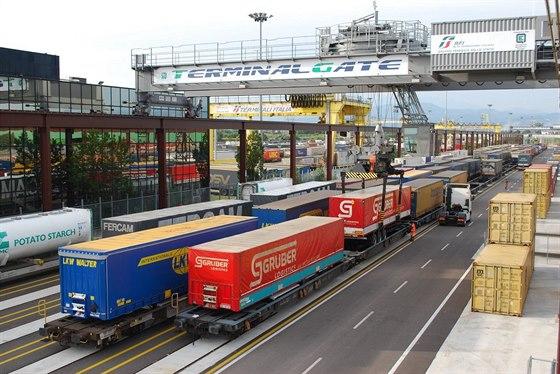 Mohou se kamiony z D1 stát novou příležitostí pro železnici?
