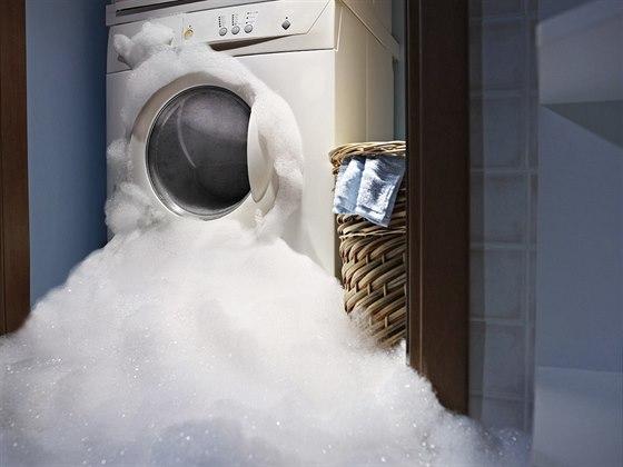 Kalamitu v domácnosti může způsobit i pračka.