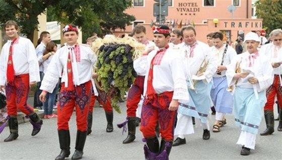 Na Pálavském vinobraní v Mikulově nebude chybět průvod vinařů či možnost