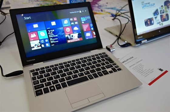 Cloudbook. Je to notebook s mal�m a tedy levn�m  SSD ulo�i�t�m a dvoulet�m...