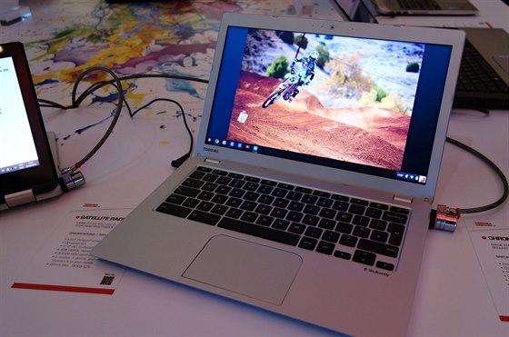Nový Chromebook 2 má reproduktory Skullkandy integrované pod klávesnicí. A...
