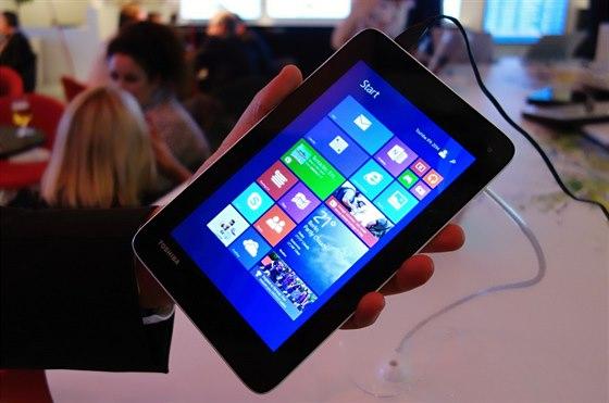 Základní model tabletu s Windows 8.1 potěší bezdrátovým přenosem obrazu WiDi.