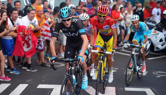 D�INA. Chris Froome a Alberto Contador v drsn�m stoup�n� na Camperonu ve 14.