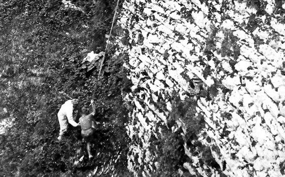 LEGEND�RN� P�D. Wim van Est a jeho z�chrana na Tour de France 1952.