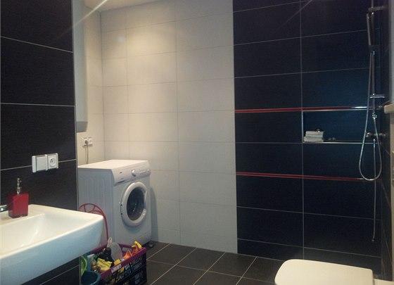 Technická část s pračkou by potřebovala oddělit, stejně jako sprchový kout.