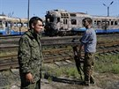 Proruští separatisté na rozstříleném vlaku v Ilovajsku (1. září 2014)