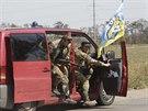 Bojovníci ukrajinského dobrovolnického praporu Azov na předměstí Mariupolu (4....