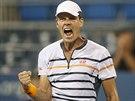 Tomáš Berdych oslavuje postup mezi osm nejlepších tenistů grandslamového US Open.