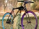 Bicykl se zamkne rámem kola.